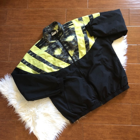 adidas black and lime yellow warmup jacket mens size large  lined with mesh